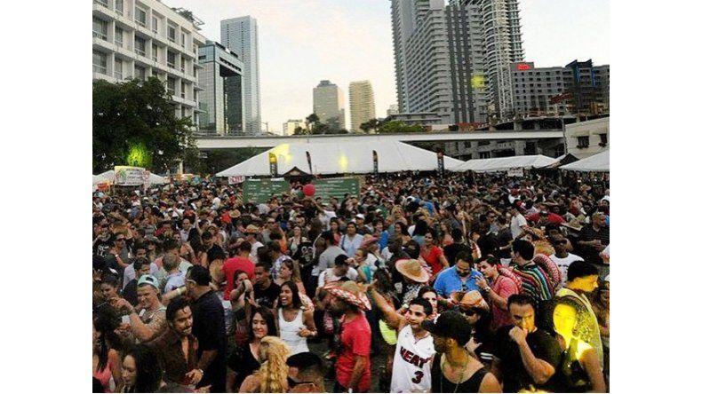 Escena de fiesta en Miami Beach