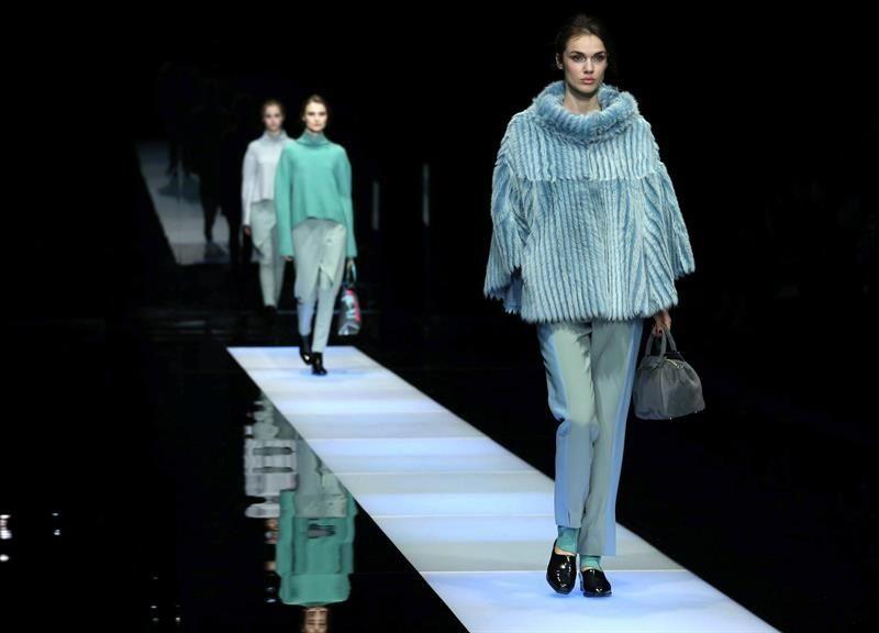 Los chalecos y pantalones resaltaron la propuesta del diseñador italiano para la temporada otoño-invierno 2015. (EFE).