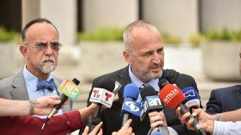 El equipo legal del exministro colombiano Andrés Felipe Arias: Emmanuel Pérez (i) y Hans Burgos.