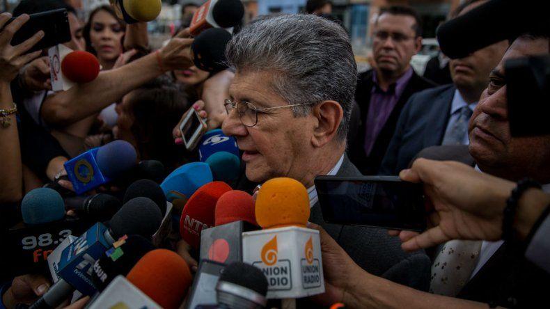 Ramos Allup también denunció ante la Fiscalía al Tribunal Supremo de Justicia por la sentencia que emitió esa institución el pasado día 20 en la que suspende siete sesiones del Parlamento.