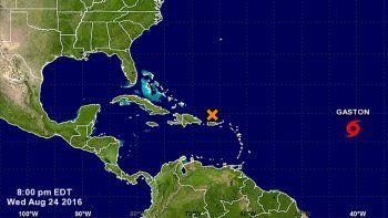 Imagen tomada del Centro Nacional de huracanes donde se aprecia la cercanía de la onda tropical y la posición aún distante de la tormenta tropical Gastón.
