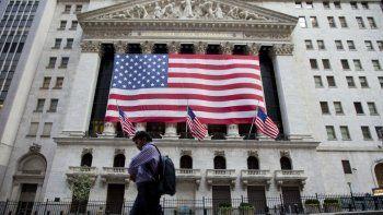 En el primer trimestre del año, la economía estadounidense creció a un ritmo anual del 0,8 %