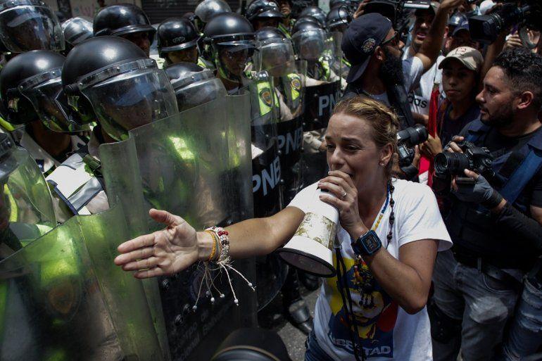Lilian Tintori, la esposa del preso político Leopoldo López marchó en Caracas