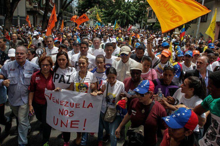 Miembros de varios sectores de la oposición se dieron cita en la marcha