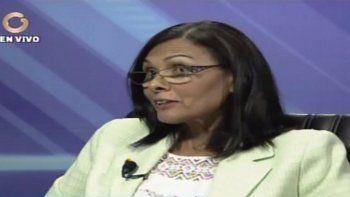 Socorro Hernández, una de las cuatro rectoras del CNE, tras sus declaraciones a Globovisión, llamó al canal y dijo quehabía dado una respuesta hipotética sobre el referendo revocatorio.