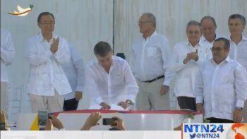 FARC piden perdón a las víctimas en medio de la firma del Acuerdo de Paz