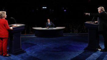 Los candidatos durante el debate en laUniversidad de Hofstra