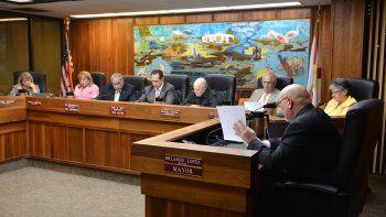 Vista parcial de una sesión de la Comisión municipal