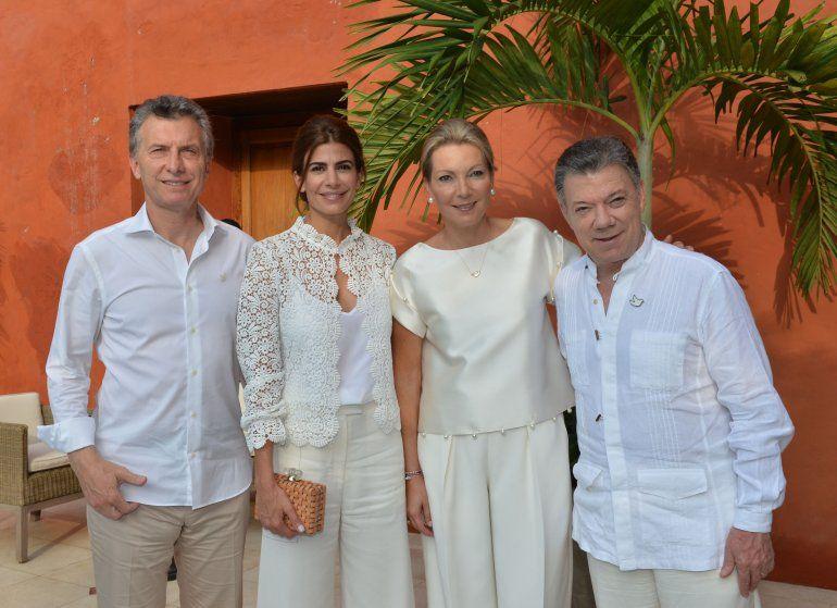 Mauricio Macri y Juan Manuel Santos posan junto a sus esposas, Juliana y María Clemencia, el 26SEP16 en Cartagena