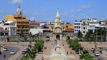 Panorámica de la Torre del Reloj de Cartagena de Indias (Colombia), días antes al inicio de la XXVCumbre Iberoamericanade Jefes de Estado y de Gobierno