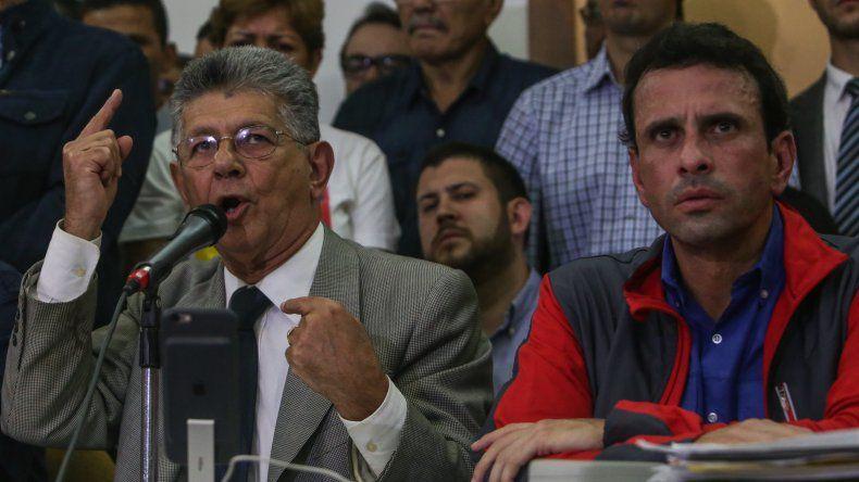 Oposición analiza mecanismos para recortar período de Maduro