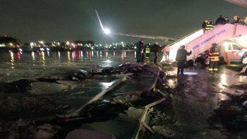 El aterrizaje del avión de Mike Pence en el aeropuerto LaGuardia, en Nueva York, provocó que se levantara el asfalto, según comentó en su cuenta de Twitter la reportera de CNN