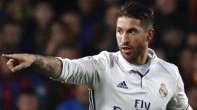 El defensa del Real Madrid, Sergio Ramos celebra su tanto ante el Barcelona durante el partido de la decimocuarta jornada de Liga