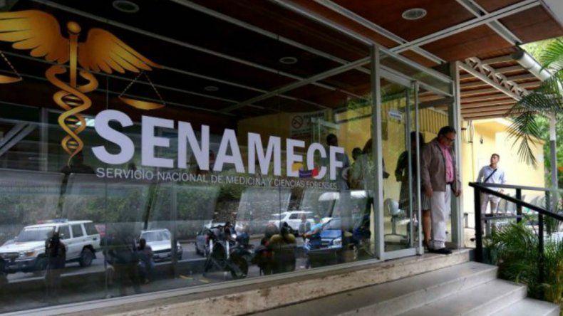 Periodistas que cubren sucesos en Caracas se han encontrado con rejas que cierran el perímetro de la morgue.