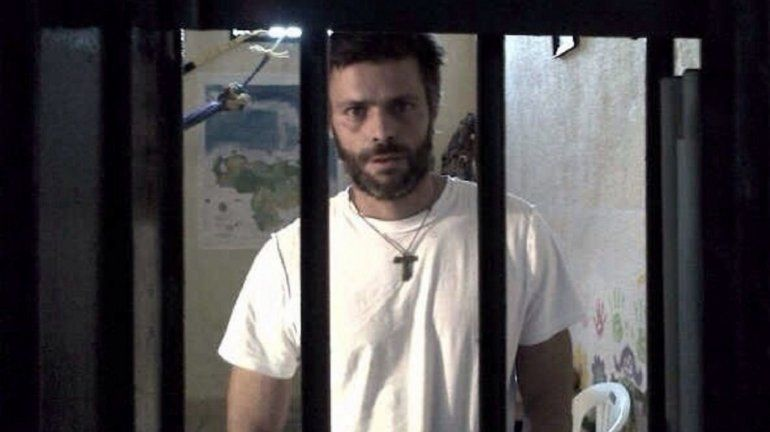 Resultado de imagen para Líder opositor venezolano Leopoldo Lopez sale de prisión militar