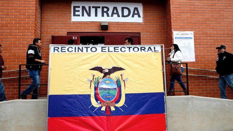 Casi 12,8 millones de ecuatorianos eligen en las urnas al presidente que sucederá a Rafael Correa así como a los 137 legisladores de la Asamblea Nacional y a cinco integrantes del Parlamento Andino.