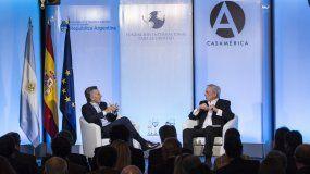 Mauricio Macri junto a Mario Vargas Llosa en un foro en Madrid el 23FEB17.