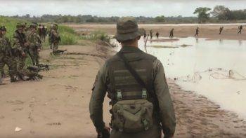 Video oficial colombiano muestra tropas de ese país supervisando el retiro de soldados venezolanos de la ribera derecha del río Arauca el 23MAR17.