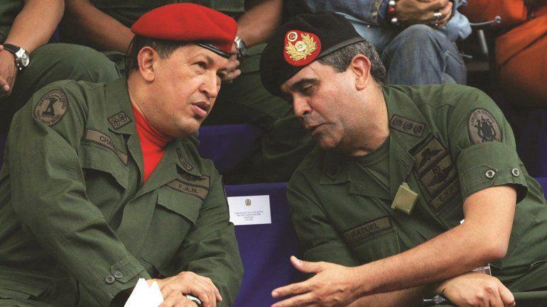 Hugo Chávez (izq.) y el general Raúl Isaías Baduel (der.) en una imagen de archivo.
