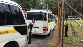 Vista de los autobuses en los que los migrantes cubanos fueron trasladados hasta el albergueLos Planes de Gualaca, en la provincia panameña de Chiriquí.