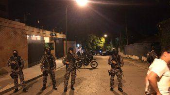 El Sebin allanó la noche de este jueves, una vivienda ubicada en la zona de Altamira, al este de Caracas, donde los dirigentes de la Mesa de la Unidad Democrática (MUD)han realizado varias reuniones.