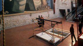 Foto de archivo, del 25 de enero de 1989, durante los preparativos para el entierro de SalvadorDalí, en el Museo Teatro de Figueras. El cadáver del pintor será exhumado por orden de una juez de Madrid.