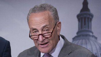 Dadas las muchas transgresiones de Rusia y la aparente incapacidad del presidente Trump para lidiar con ellas, es esencial tener una ley de sanciones fuerte como la que se ha acordado, dijo el líder de la minoría demócrata en el Senado de EEUU, Chuck Schumer.