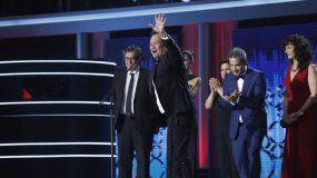 El actor cubanoJorgePerugorria, tras recibir el premio Platino a la mejor Miniserie o Teleserie Cinematográfica Iberoamericana por Cuatro estaciones en La Habana, durante la entrega de los IV Premios Platino del Cine Iberoamericano en Madrid.