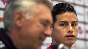 James (derecha) tratará de ganarse la confianza de su nuevo entrenador, el italiano Carlo Ancelotti (izquierda).