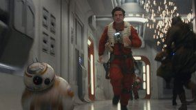 El actor Oscar Isaac en la películaStar Wars:The Last Jedi.