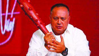 Diosdado Cabello arremete contra la oposición desde su programa televisivo Con el mazo dando, que es transmitido por el canal estatal Venezolana de Televisión.