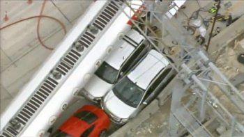 Cuatro carriles fueron cerrados tras el accidente con el camión rastra.