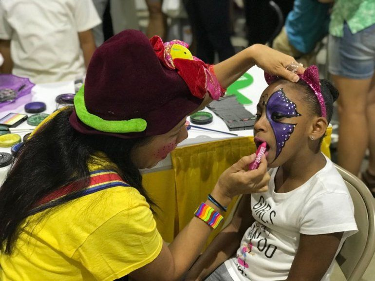 La mayoría de los niños que asistieron a la feria querían pintarse el rostro.