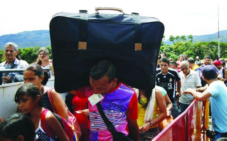 Millares de venezolanos pasan la frontera para buscar alimento o mejores condiciones de vida en Colombia.