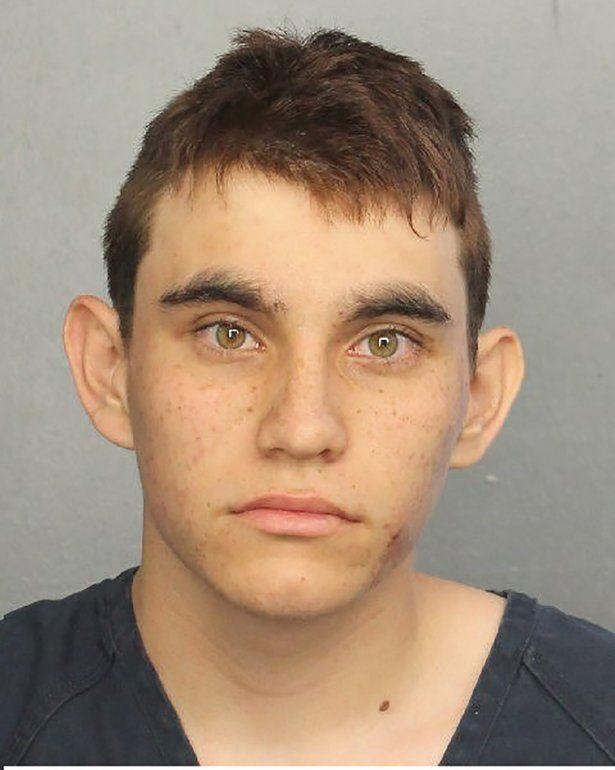 Nikolas Cruz, exalumno del centro de 19 años, perpetró la matanza armado con un rifle semiautomático y con varios cargadores en su poder.