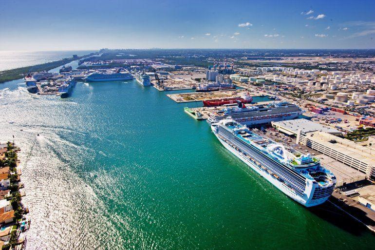En Puerto Everglades tienen su base los que son actualmente los barcos de pasajeros más grandes del mundo.