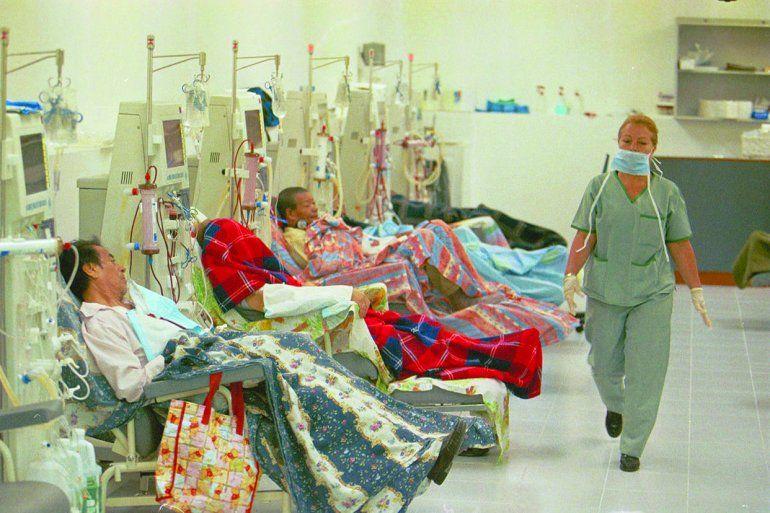 Al cumplirse un año de la suspensión del Programa de Trasplantes a través de la Fundación Venezolana de Donaciones de Órganos, Tejidos y Células, adjunto al Ministerio de Salud, más de 5.000 pacientes, de 17.000 que sobreviven con diálisis, están a la espera de un riñón.