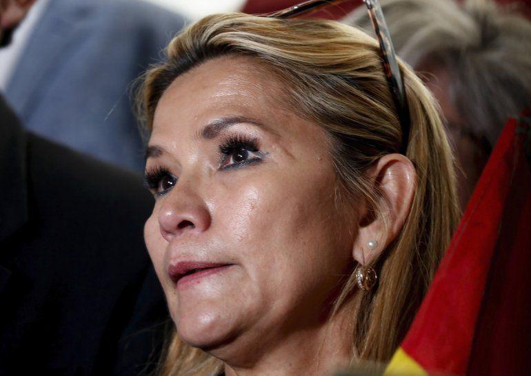 La segunda vicepresidenta del Senado, Jeanine Añez, llega al Congreso en La Paz, Bolivia, el lunes 11 de noviembre de 2019.
