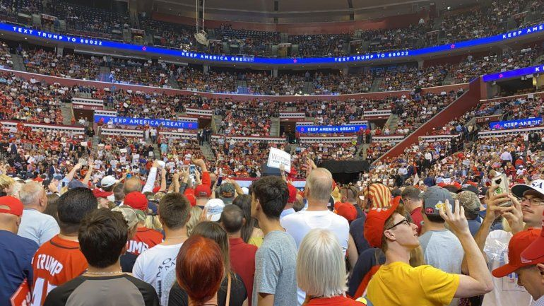 Seguidores de Trump en el acto de campaña de este martes 26 de noviembre en Florida.