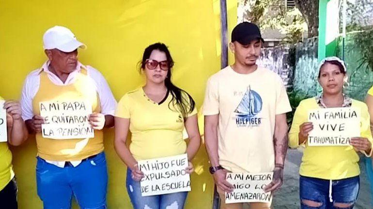 Los cubanos protestan con carteles en el marco de la campaña Pa