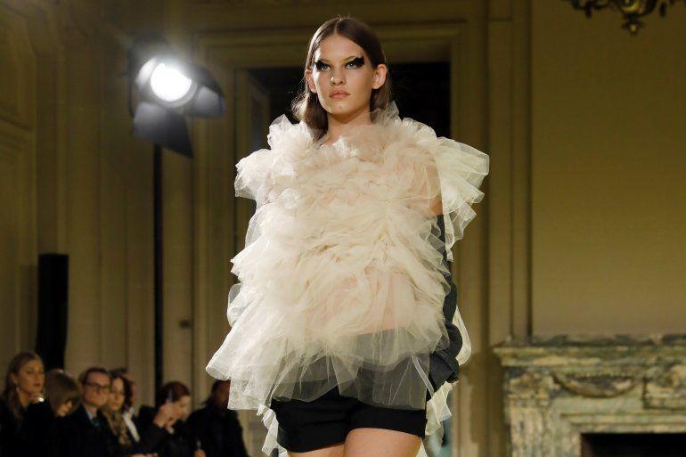 Modelos presentan la nueva colección de Vera Wang en la Semana de la Moda de Nueva York, el martes 11 de febrero del 2020.