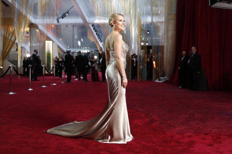 Scarlett Johansson a su llegada a los Oscars 2020.