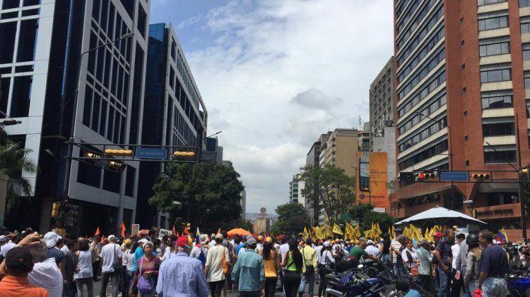 Cientos de venezolanos marchan en Caracas, atendiendo la convocatoria de Juan Guaidó.