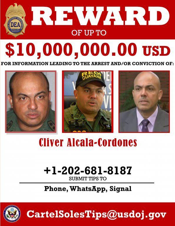 Esta imagen facilitada por el Departamento de Justicia de Estados Unidos muestra una circular en la que se ofrece una recompensa de 10 millones de dólares por información que conduzca a la captura o condena del general retirado venezolano Cliver Alcalá Cordones, la cual fue difundida el jueves 26 de marzo de 2020. Por Maduro se ofrece una recompensa de 15 millones de dólares