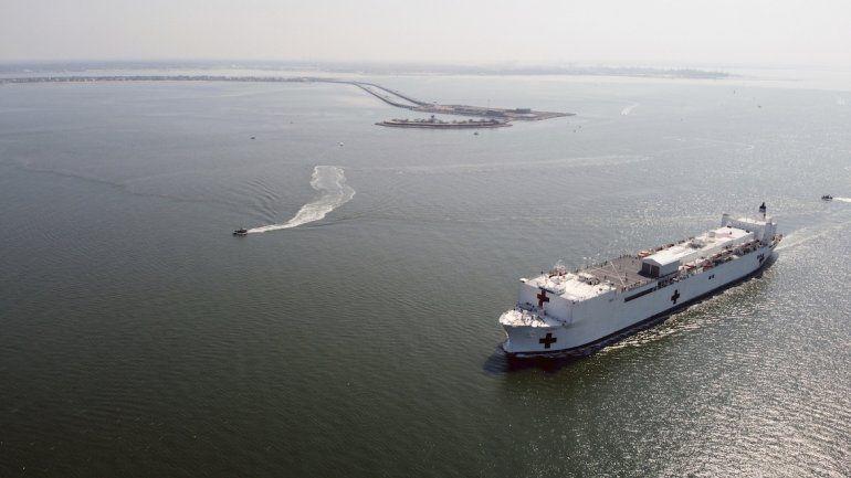 El buque hospital USNS Comfort de la armada de EEUU cerca de Norfolk, Virginia, el 28 de marzo del 2020. Foto suministrada por la armada de EEUU.