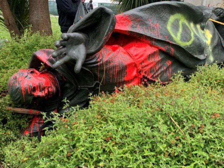 Otro de los símbolos de la historia hispana fue vandalizado y derribado por grupos de extrema izquierda Black Lives Matter y Antifa