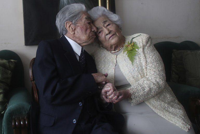 La pareja más longeva del mundo es de Ecuador. Son  Julio Mora Tapia, de 110 años, Waldramina Quinteros, de 104.