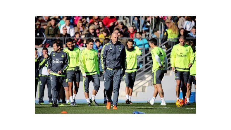 Zidane dirige su primer entrenamiento al frente del conjunto blanco en la  Ciudad Deportiva de Valdebebas. MADRID. 7dfa91bb3091c