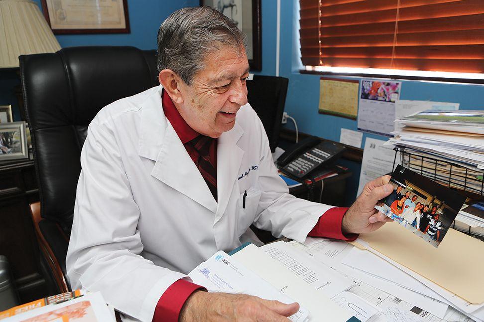 M dicos de miami ayudan a cubanos en costa rica - Doctors medical center miami gardens ...