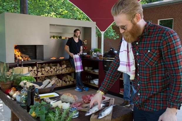 """Cocinar al aire libre: ¿conviene una cocina """"outdoor"""" o una parrilla?"""